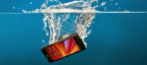 smartphone-inside-water