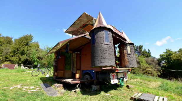 Unbelievable_House_Truck_Transforms_Into_Fantasy_Castle_-_YouTube_-_2015-10-09_21.39.45